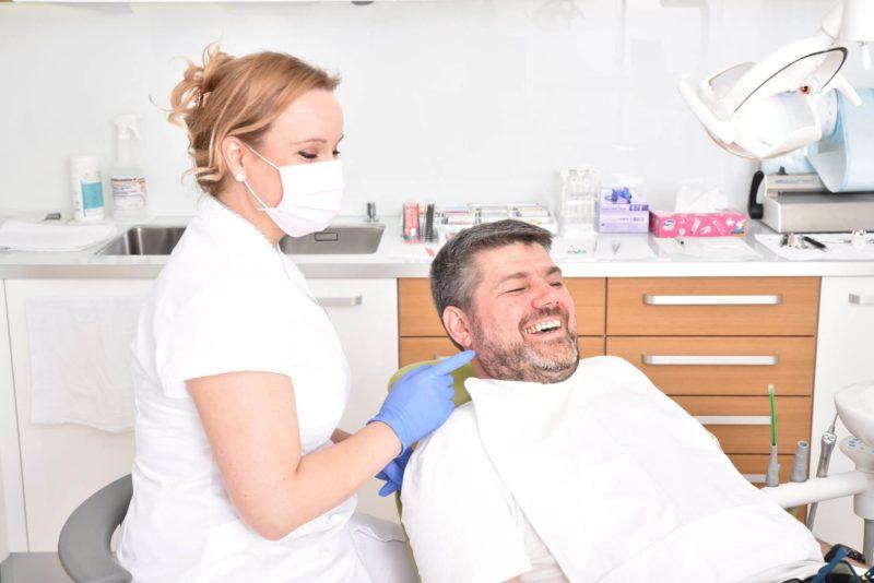 A fogkőeltávolítás esztétikai és egészségügyi okokból egyaránt fontos.