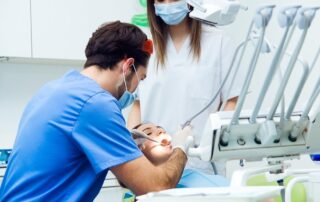 Az azonnal terhelhető implantátum beültetése nem több, mint 15 perc.