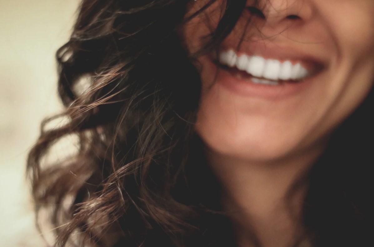 A cirkon korona hozzájárul a tökéletes mosolyhoz
